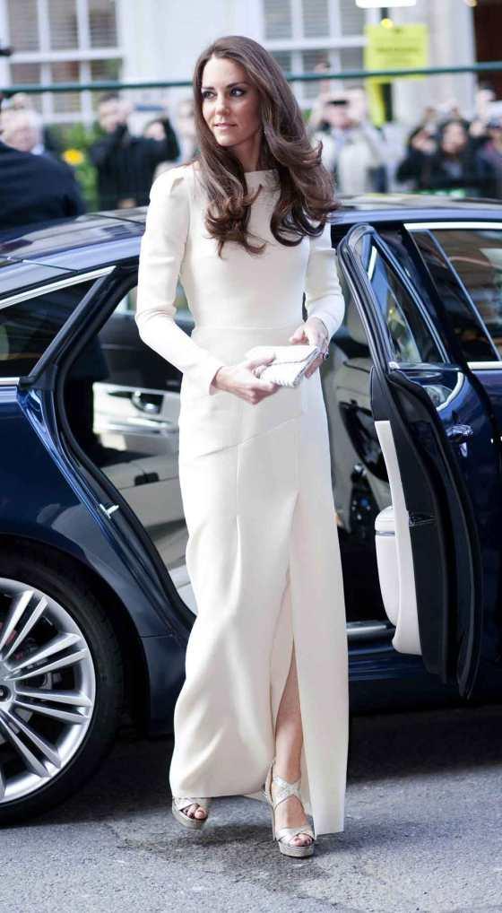 2- Kate Middleton in Roland Mouret